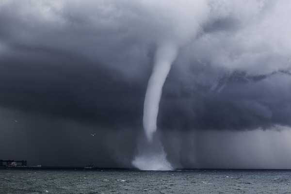 what-do-dreams-about-tornadoes-mean