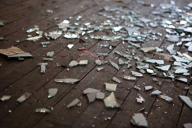 spiritual meaning of broken glass
